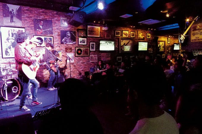 Ely Buendia with his Oktaves bandmates performing at Roadhouse. Photo by Abs Abando