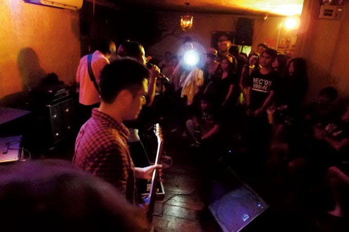 Indie band playing at SaGUIJO. Photo by Abs Abando