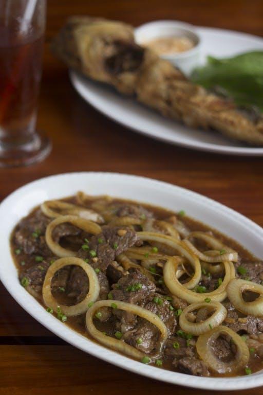 Bistek Tagalog ng Kano and piniritong hito (fried catfish)