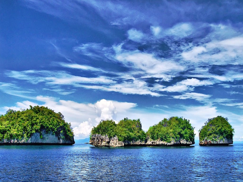 Islets in Surigao. Photo by Anover