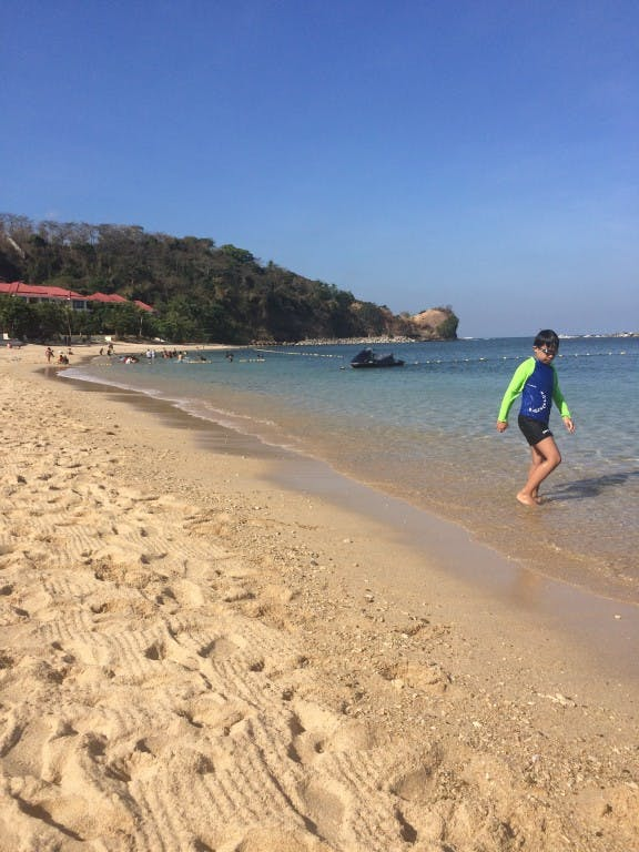 The beach is clean, ideal for families with kids in tow