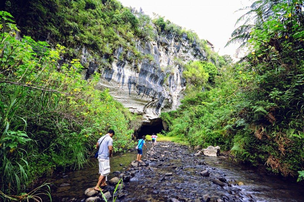 Trekking Sagada. By Ferdz Decena