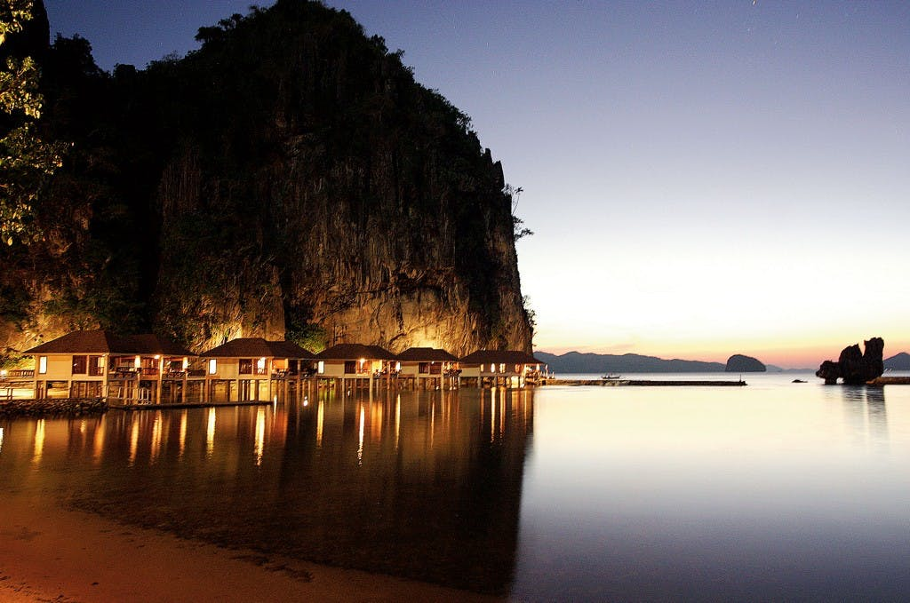 Water cottages in Lagen Resort, El Nido
