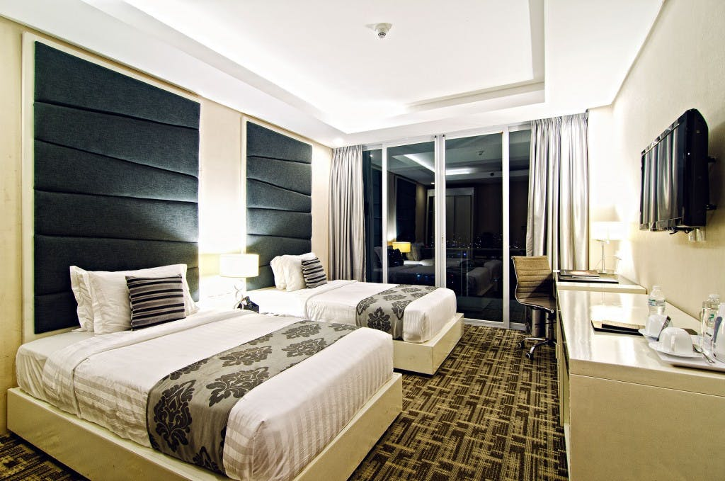 The Oriental's deluxe twin city room